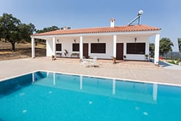 SINGLE-FAMILY HOME WITH POOL IN AÑORA (CÓRDOBA)